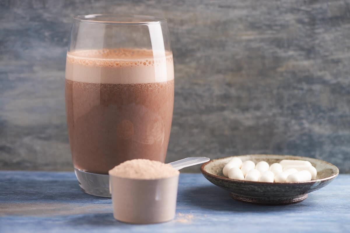 Leucine supplement: chocolate drink, protein powder and supplements